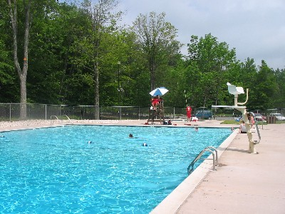 Arrowhead lakes 3br summer and winter pocono rental near jack frost camelback big boulder skirmish for Pocono rental with private swimming pool